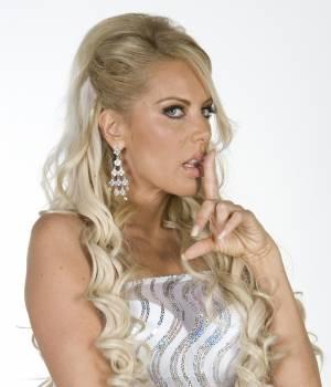 """Lorena Herrera integra """"Niña de mi corazón"""""""