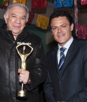 Emilio Larrosa galardonado po TVyNovelas