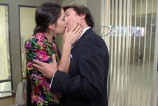 """Renata y el Almirante se besan en """"Malparida"""""""