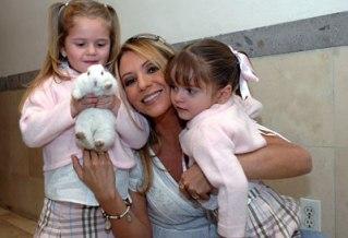 Hijas de Daniela Castro debutan en telenovela