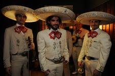 """Axelse se disfraza de mariachi en """"Los Únicos"""""""