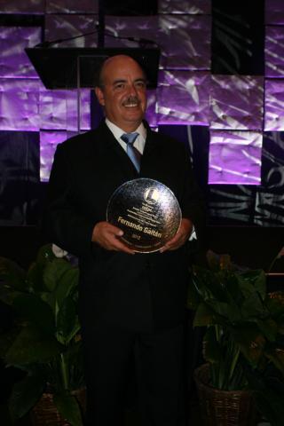 Fernando Gaitán recibió premio internacional