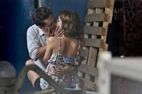 """Lucas y Ana a punto de hacer el amor en """"Lobo"""""""