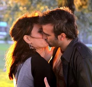 """El beso en """"Graduados"""""""