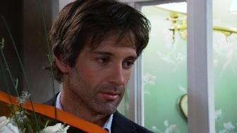 Zampini) invita a cenar a Marcos (Sebastián Estevanez) a su casa