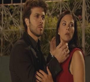 """Renata besa a Esteban en """"La traicionera"""""""