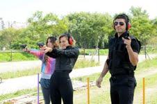 """Dolores entrena para convertirse en una agente en """"Los Únicos"""""""