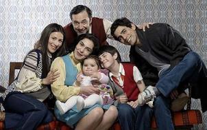 """""""Los 80"""" inició las emisiones de su quinta temporada"""